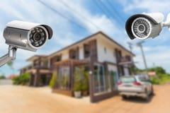 Безопасность камеры CCTV работая на доме Стоковое Изображение
