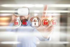 Безопасность кибер, защита данных, безопасность информации и шифрование технология интернета и концепция дела стоковое фото