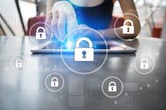 Безопасность кибер, защита данных, безопасность информации и шифрование технология интернета и концепция дела стоковые фото