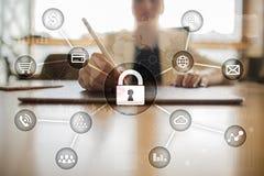 Безопасность кибер, защита данных, безопасность информации и шифрование технология интернета и концепция дела стоковые изображения