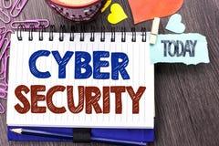 Безопасность кибер сочинительства текста почерка Концепция знача онлайн предохранение вирусов нападений шифрует информацию написа Стоковая Фотография RF