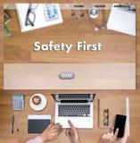Безопасность прежде всего предупреждая concect защищает безопасность внимания тщательную Стоковая Фотография