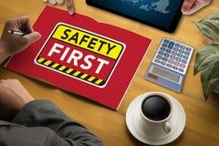 Безопасность прежде всего предупреждая concect защищает безопасность внимания тщательную Стоковое Изображение