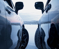Безопасность привода зимы Обитые автошины против studless автошин Стоковые Изображения RF