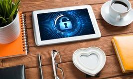 Безопасность сети и концепция технологии с ПК таблетки на деревянном столе Стоковое Изображение