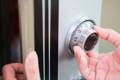 Безопасный код замка на банке коробки безопасности белизна предохранения от принципиальной схемы 3d изолированная изображением Стоковые Изображения