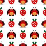 Безшовная картина вектора с насекомыми, симметричной предпосылкой с яркими милыми шуточными ladybugs и клубниками, на белом backd Стоковое фото RF