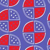 Безшовная картина кусков арбуза на фиолетовой предпосылке Стоковое Изображение
