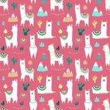 Безшовная картина милых нарисованных вручную белых лам или альпак, кактусов, гор, солнца, гирлянд на розовой предпосылке Иллюстра