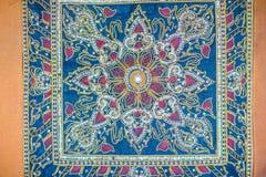 Безшовная картина на голубой предпосылке ткани с белыми и оранжевыми элементами Классический турецкий орнамент ткани, мандала, ка Стоковые Фотографии RF