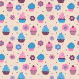 Безшовная картина от милых декоративных пирожных с цветками Стоковые Фотографии RF