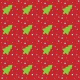 Безшовная картина рождества с зелеными рождественскими елками и снежинками на красной абстрактной предпосылке также вектор иллюст Стоковые Фотографии RF