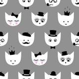 Безшовная картина с белыми котами с стеклами моды, усик, бабочка, шляпа, труба табака, глаза, плетки, губы, крона на сером bac Стоковое Фото