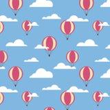 Безшовная картина с большими воздушными шарами и облаками Стоковая Фотография