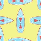 Безшовная картина с винтажными surfboards Стоковые Изображения
