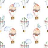 Безшовная картина с воздушными шарами акварели праздничными, облаками и милыми птицами иллюстрация вектора