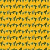 Безшовная картина с зелеными кактусами на оранжевой предпосылке пустыни Стоковое фото RF