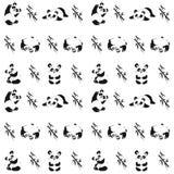 Безшовная картина с играть панд и бамбук Стоковое Фото