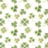 Безшовная картина с листьями акварели клевера для вашего дизайна Стоковые Фотографии RF