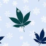 Безшовная картина с красочными листьями и снежинками марихуаны Стоковая Фотография RF