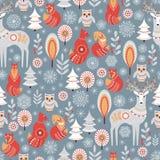 Безшовная картина с лесом, оленями, сычом и Fox зимы Стоковые Изображения