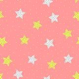 Безшовная картина с милыми звездами и круглыми пятнами Нарисовано вручную иллюстрация вектора