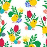 Безшовная картина с милыми цыпленоками пасхи, яркими покрашенными яйцами, daffodils и тюльпанами на белой предпосылке иллюстрация вектора