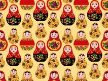 Безшовная картина с милыми русскими куклами иллюстрация штока