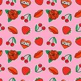 Безшовная картина с подняла, вишня, клубника, губы и сердце на розовой предпосылке Заплаты и стикеры моды Стоковая Фотография