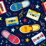 Безшовная картина с примечаниями нот, магнитофонными кассетами Стоковое Изображение RF