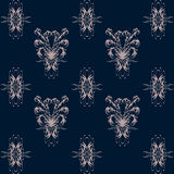 Безшовная картина с розовым цветочным узором на синей предпосылке Стоковые Фотографии RF