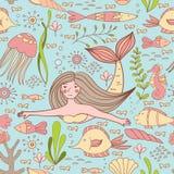 Безшовная картина с русалкой, рыбами, кораллом, раковиной, морским коньком и морскими водорослями Стоковые Фотографии RF