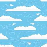 Безшовная картина с самолетами и облаками белой бумаги Стоковые Фотографии RF