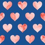 Безшовная картина с сердцами акварели в живя цвете коралла на голубой предпосылке бесплатная иллюстрация