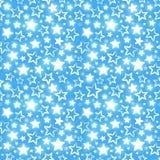 Безшовная картина с сияющими звездами на голубой предпосылке Стоковая Фотография RF