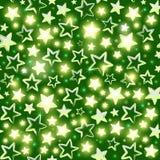 Безшовная картина с сияющими звездами на зеленой предпосылке Стоковое Изображение