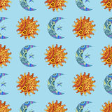 Безшовная картина с солнцем, молодым месяцем и звездой нарисованными рукой Иллюстрация в стиле zentangle Стоковые Фото