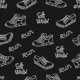 Безшовная картина с спорт нарисованными рукой и внешние ботинки с литерностью Бесплатная Иллюстрация