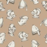 Безшовная картина с средневековыми шлемами, гравировка стиля эскиза, иллюстрация вектора бесплатная иллюстрация
