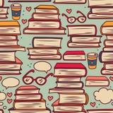 Безшовная картина с стогами книг и сердец Стоковые Изображения RF