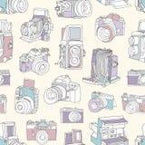 Безшовная картина с фильмом и цифровые камеры фотографических или фото на светлой предпосылке Фон фотографии Рука бесплатная иллюстрация