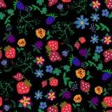 Безшовная картина с цветками и клубниками Стоковая Фотография RF