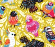 Безшовная картина с экзотическими австралийскими птицами и тропическими листьями на предпосылке золота бесплатная иллюстрация