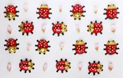 Безшовная картина с ladybugs и розовыми бутонами цветка стоковое фото rf