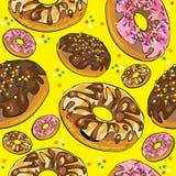 Безшовная картина donuts на желтом цвете Стоковое фото RF