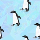 Безшовная низкая поли картина с пингвинами на предпосылке Стоковые Изображения RF