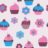 Безшовная предпосылка милых пирожных с цветками Стоковая Фотография