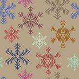 Безшовная текстура рождества с покрашенными снежинками на бежевом ба бесплатная иллюстрация