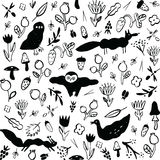 Безшовная черно-белая картина с животными, цветками, ягодами, грибами и насекомыми бесплатная иллюстрация