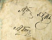 безшовное изображение старого пожелтетого листа бумаги с темными пятнами и факсимиле надписи Стоковые Фотографии RF